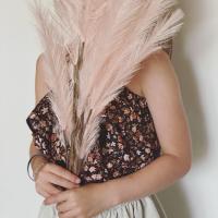 New pattern in Town!  Meet Donna van @smospotten.en.snoesjes deze versie is van mij @lailijo in gots poplin Fleurs en de linnen Jersey lurex. (Wel later een belegje gemaakt voor de boogjes)   #stoffentijd #patternrelease #sewingpattern #smospottenensnoesjes #poppydesignedforyou #donnapattern #fabric #stoffenwinkel #inspiration #inspirationalsewing