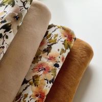 Deze kleuren Nicky velours (beige en cognac) zijn mooi warm en chique! Combineren mooi bij zo'n beetje alles. Maar ook deze appelbloesem Jersey.  #stoffentijd #fabrics #velours #nickyvelours #mooiestoffen #rijstextiles #digitalprinting #fabriholic #fabrics #sewaddicted #fabric #stoffen #stoffenwebshop #stoffenwinkel #onlineshopping