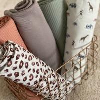 Mooie combi's. Rekbare wafel en ribbel Jersey voor structuur! En heerlijke nieuwe printjes!   #stoffentijd #digitaleprint #rekbarewafel #tricot #tricotaddict #tricotlover #nooteboom #naaienvoorbabys #naaienvoorkinderen #stoffen #fabrics #stoffenwinkel #stoffenwebshop #fabriholic #fabriclovers