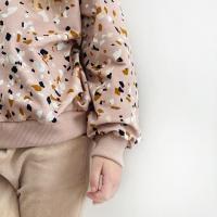 Als alles mooi combineert! Zoals de rib solid van @familyfabricsdesign met de terrazzo nude blush van @mieli.design gedragen op de Nicky velours Beige 💕  #stoffentijd @lailijo #mielidesign #familyfabrics #nickyvelours #mooiestoffen #fabriholic #fabrics #fabriclove #fabriclover #frenchterry #brindilleandtwigpatterns #brindilletwig #stoffenwinkel #onlinestoffen #sewinginspiration