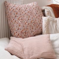 Super leuke foto gekregen van onze mooie stofjes. Heerlijk combi van de Fleurs rust en de recycled rib roze! (En ook 🐈 houd van stofjes van stoffentijd)  (Credits @karentje_04)  #stoffentijd #mooiestoffen #recycled #poppydesignedforyou #tricotaddict #fabriclove #fabrics #fabriholic